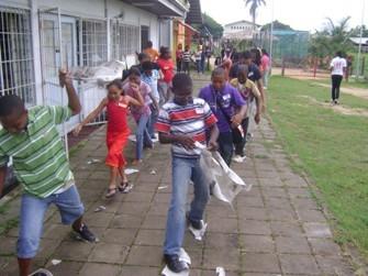 misdienarendag kinderen in de rij